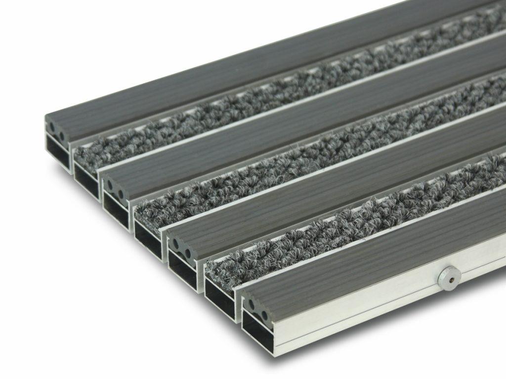 Грязезащитная алюминиевая придверная решетка Сату-Сити (резина и текстиль).