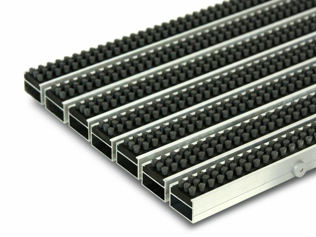 Грязезащитная алюминиевая придверная решетка Сату-Сити (щетка).