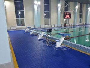 Дорожка антискользащая в бассейн с укладкой.