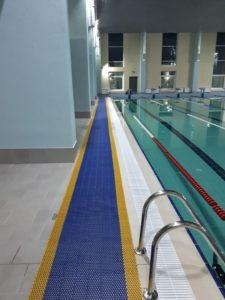Рулонное противоскользящее модульное покрытие в бассейн.