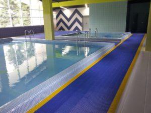 Коврики, дорожки для бассейнов рулонного типа.